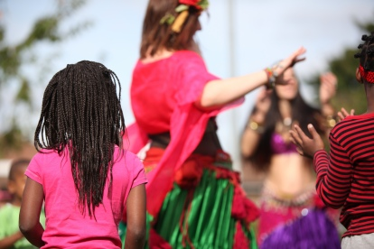 HackneyWick_dancing with children